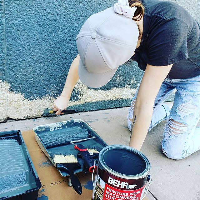 @beeandkey_boutique is painting their building! I have no idea how these girls manage to stay so stylish even when they are hard at work painting 😁 . . . #mainstreetleduc #local #fashion #renovation #painting #leduc #yeg #eia #boutique