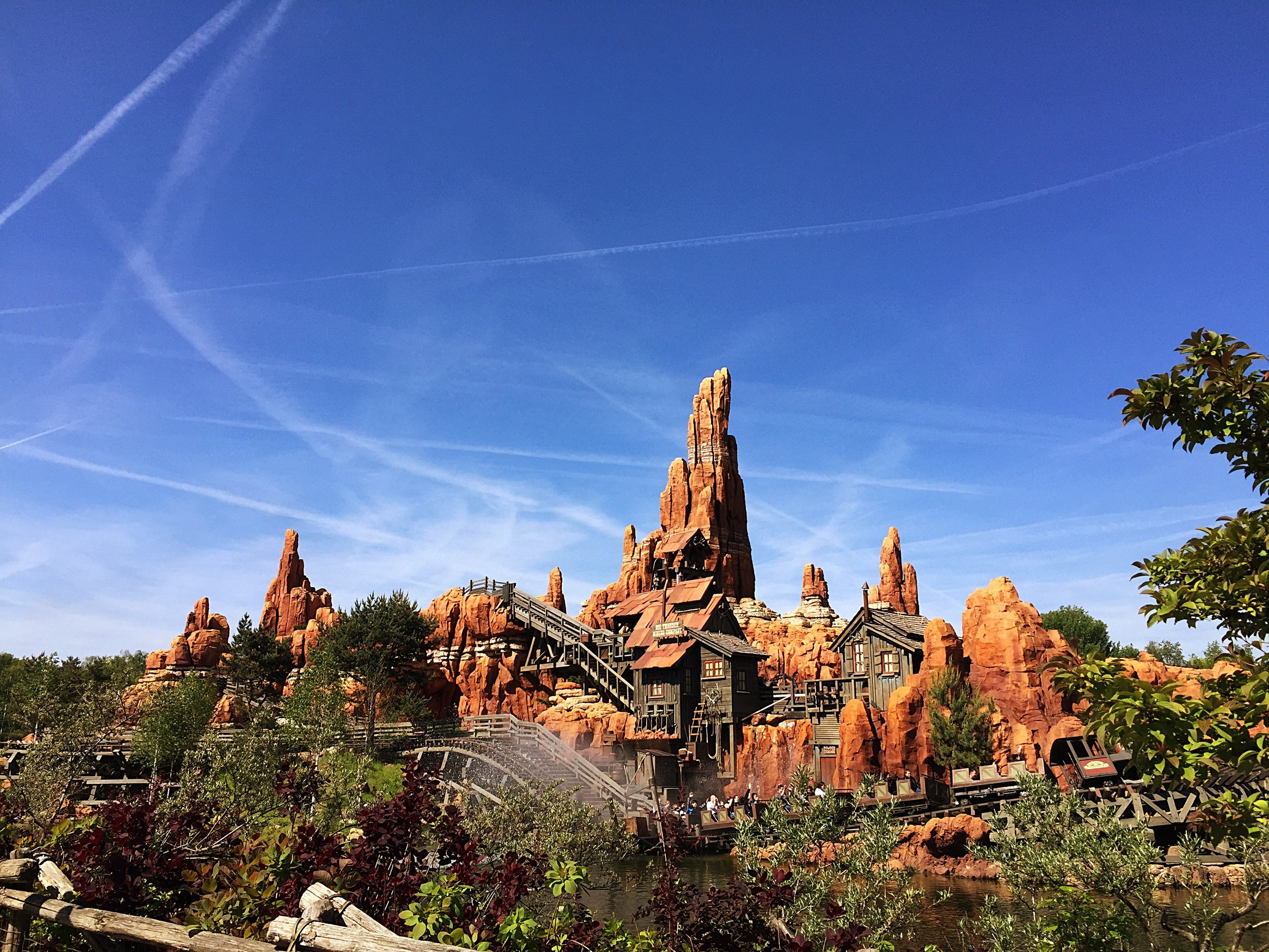 How rad is the  little island that Thunder Mountain is set on?!