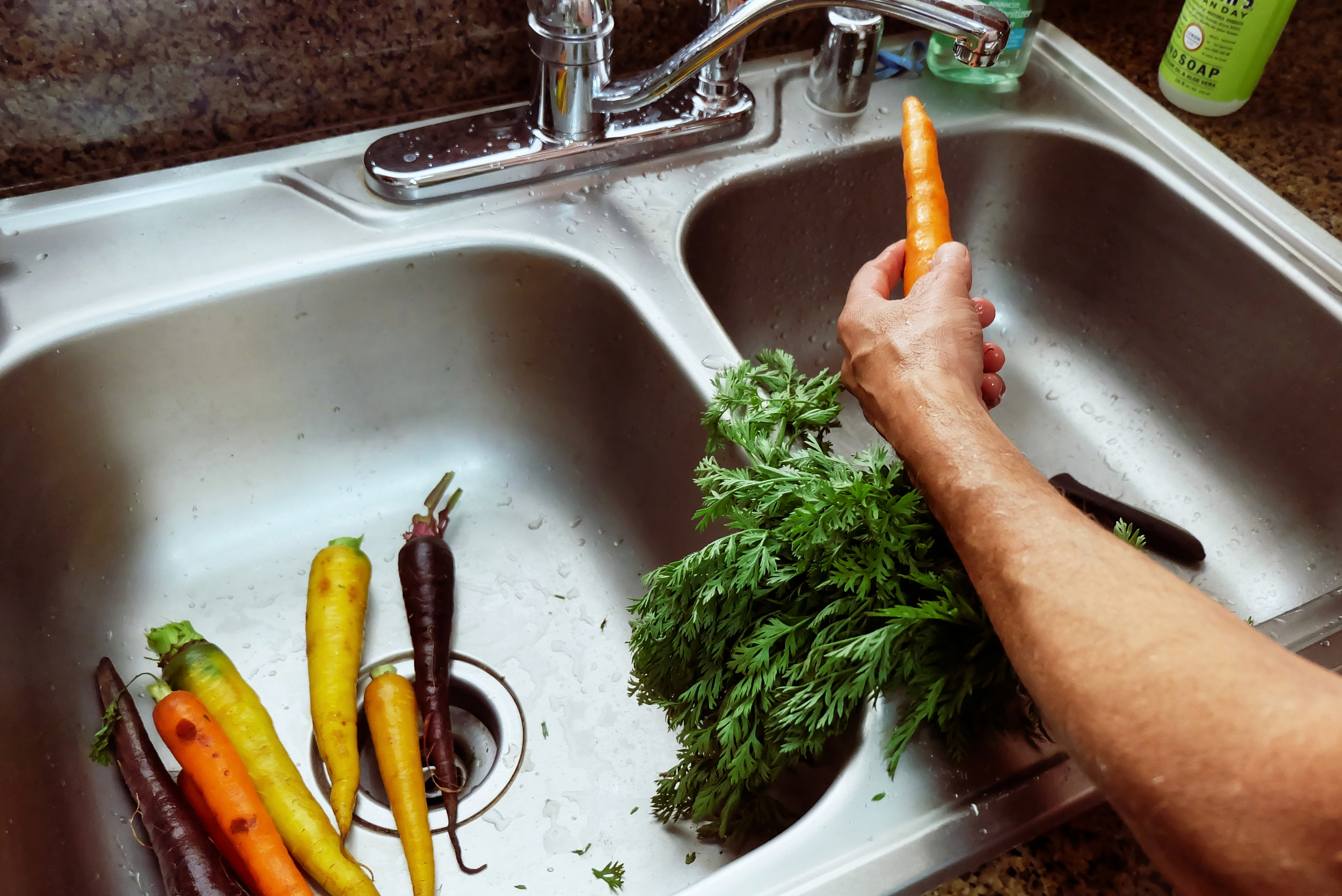 1. - wash and peel the carrots.