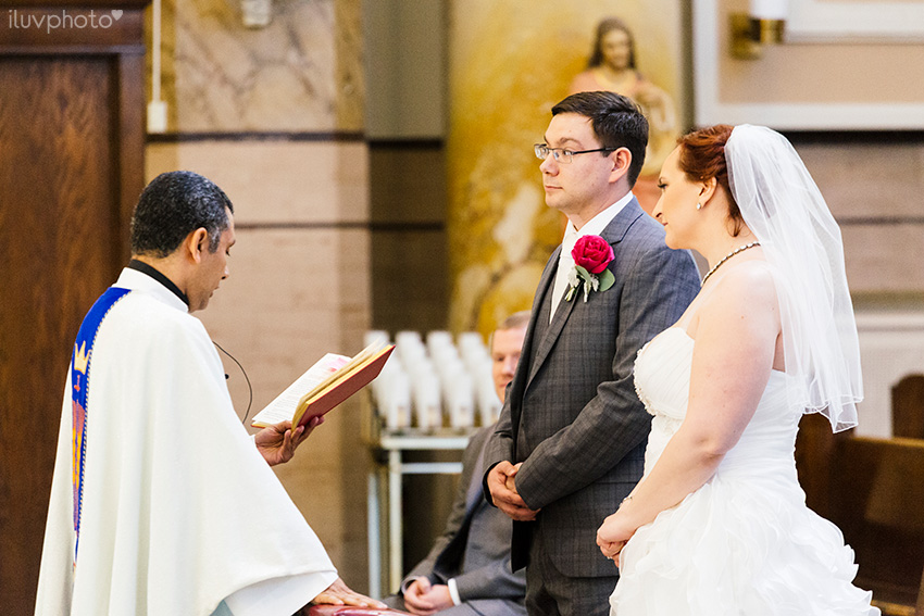 12_iluvphoto_chicago_wedding_downtown_Holy_Innocents_Church.jpg