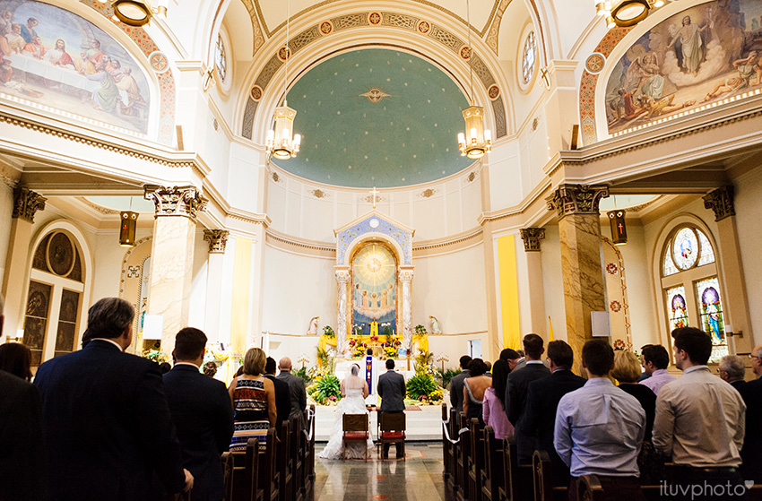 13_iluvphoto_chicago_wedding_downtown_Holy_Innocents_Church.jpg