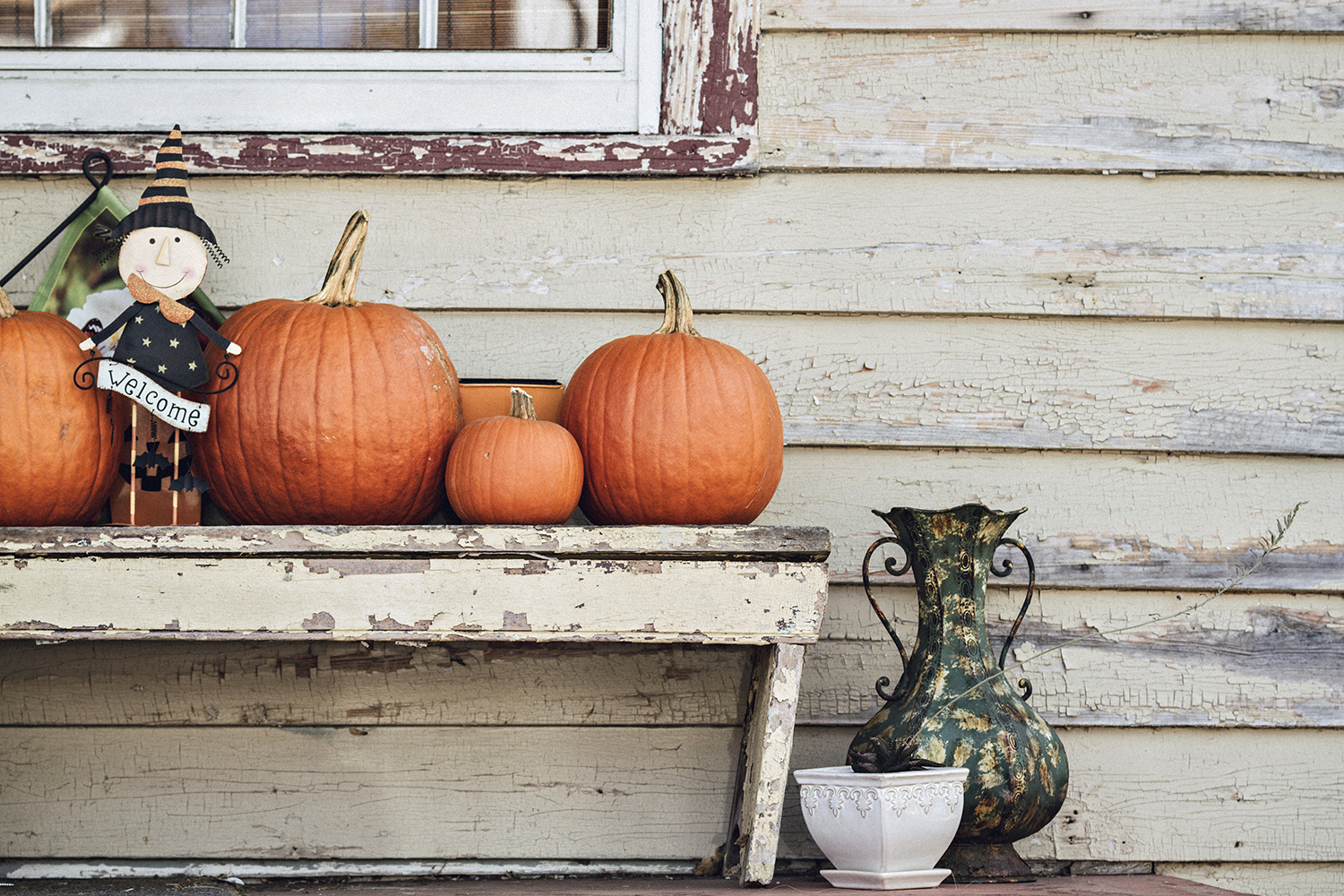 PumpkinsOnPorches_andYards_0002.jpg