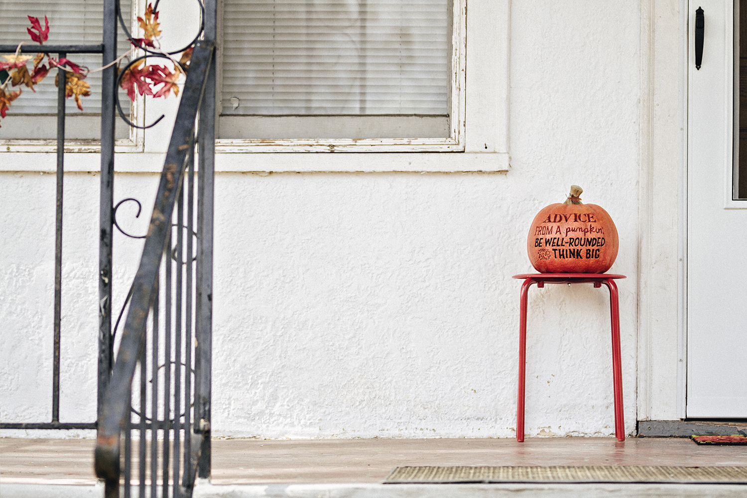 PumpkinsOnPorches_andYards_0016.jpg