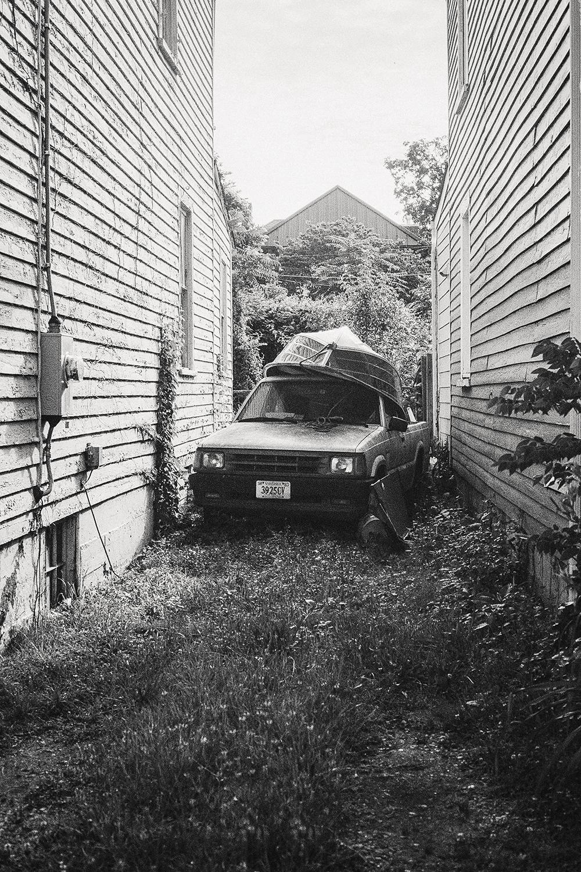 Car_Stuck_in_Alley.jpg