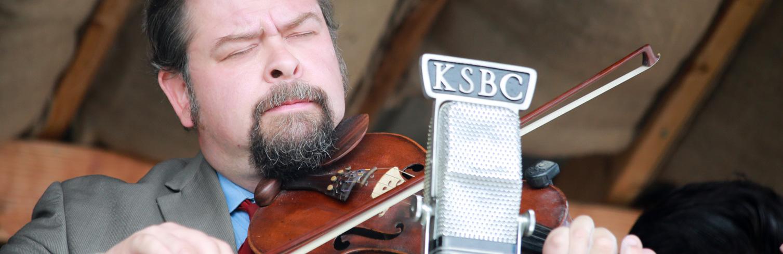 Billy C. Hurt Jr sawing the fiddle at Oldtone '17