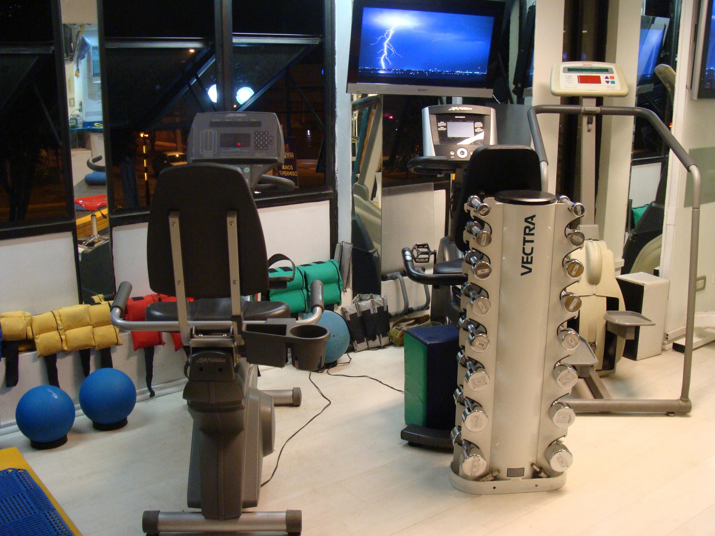 clinica de ejercicio kw maquinas.JPG