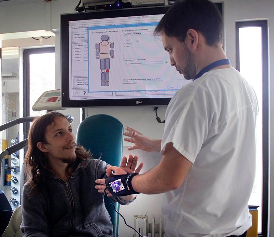 clinica de ejercicio kw - guante khapto prototipo - marcelo riveros guerrero.jpg