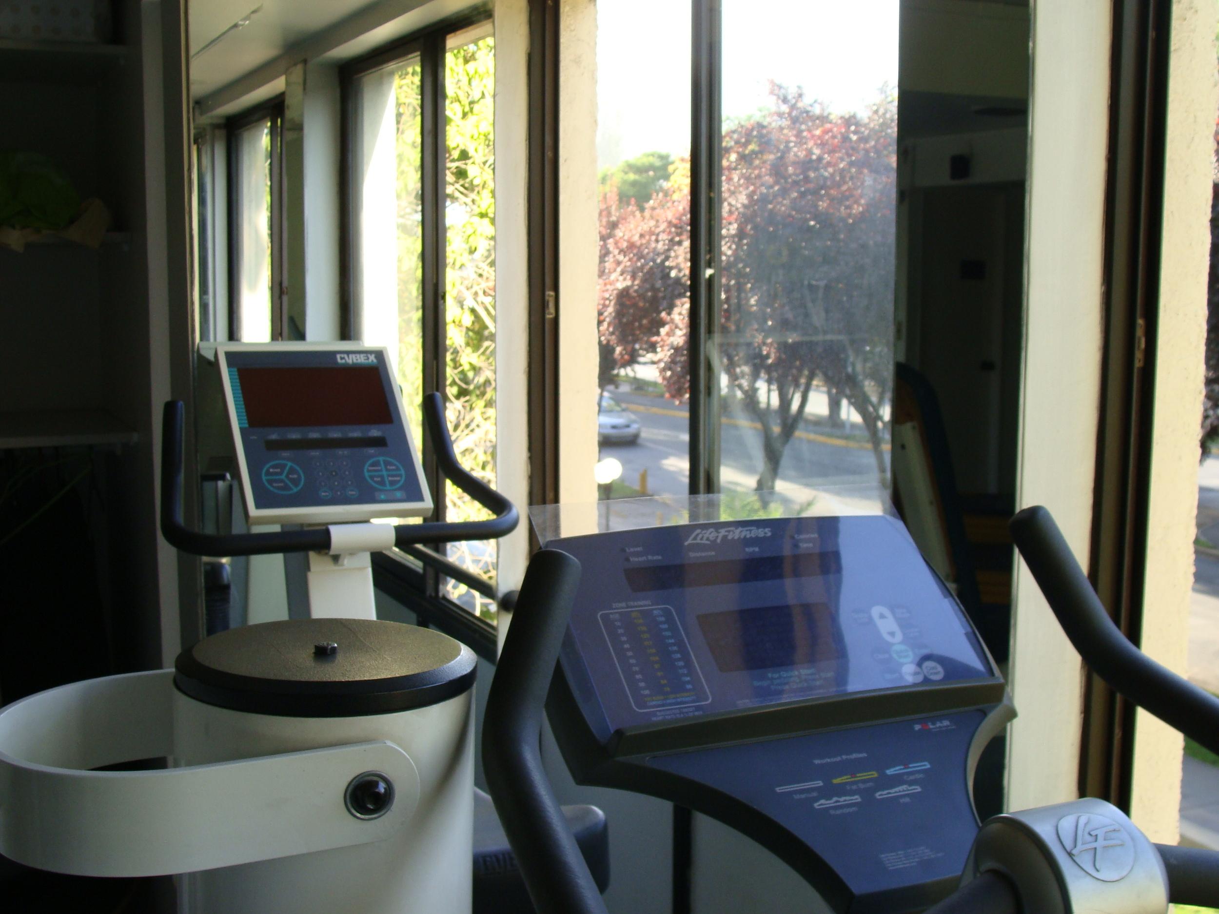 clinica de ejercicio kw - kinesiologia -  maquinas.JPG