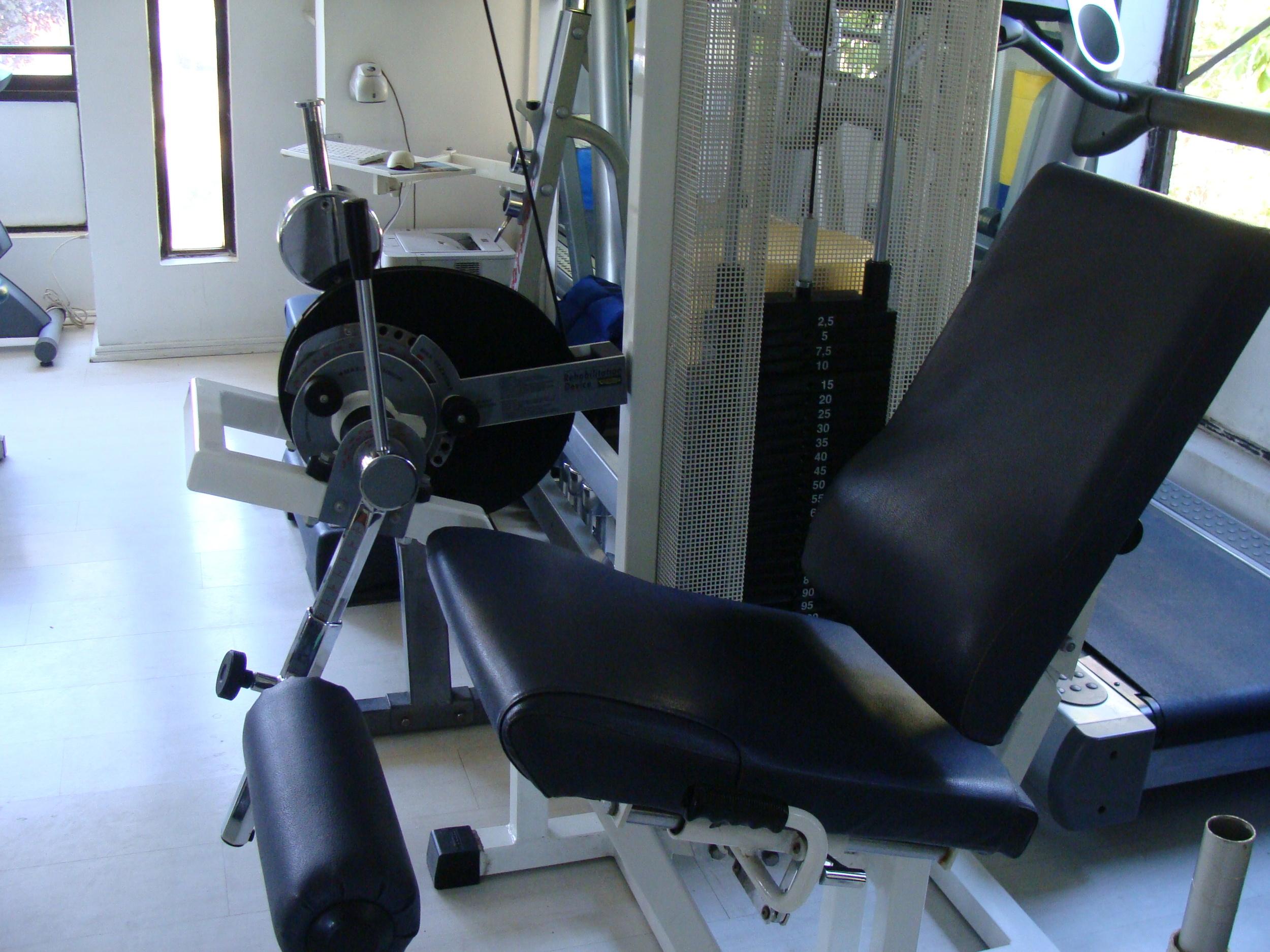 clinica de ejercicio kw - maquinas 2.JPG
