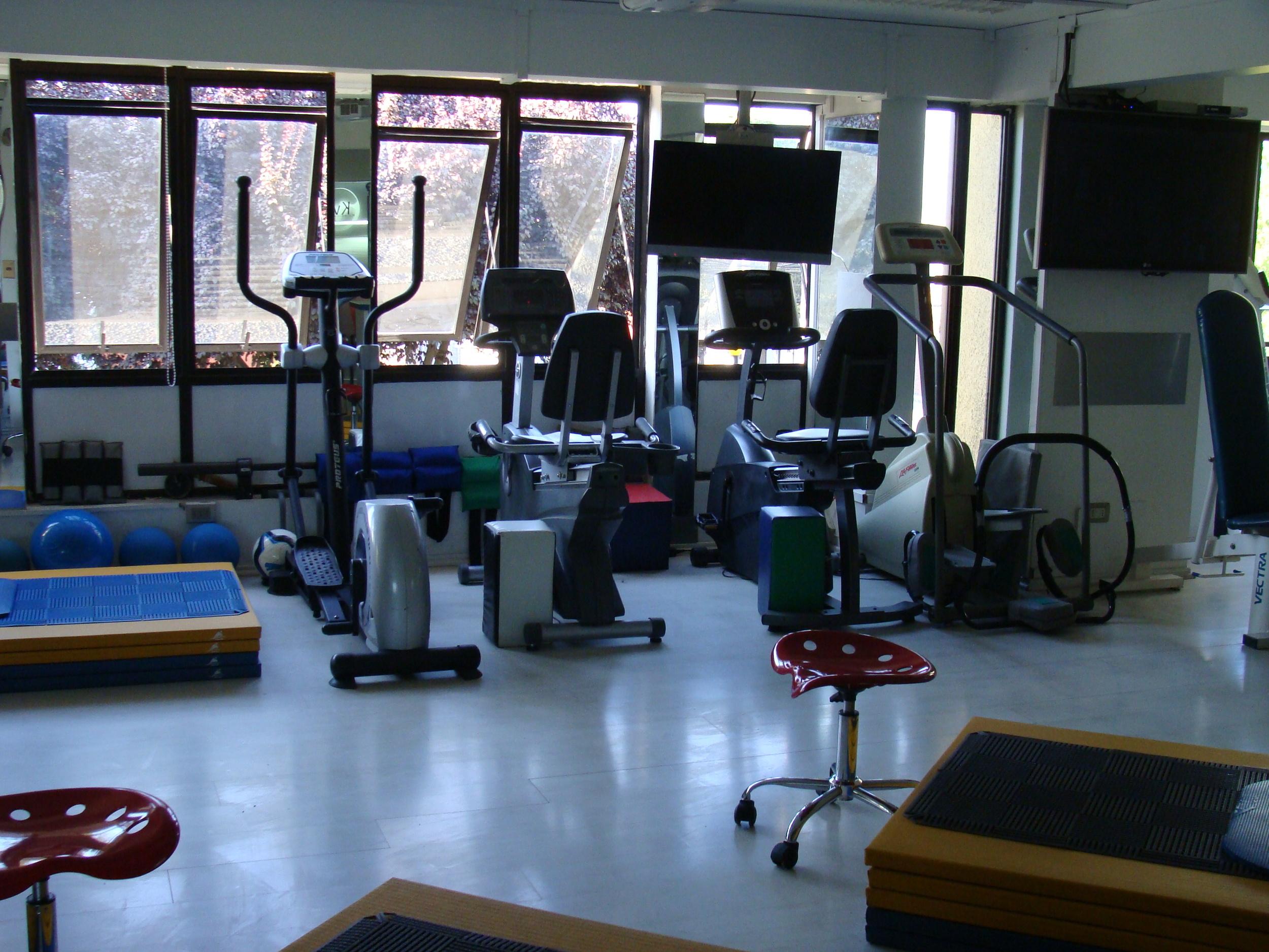 kinesiologia - equipamiento clinica de ejercicio kw.JPG