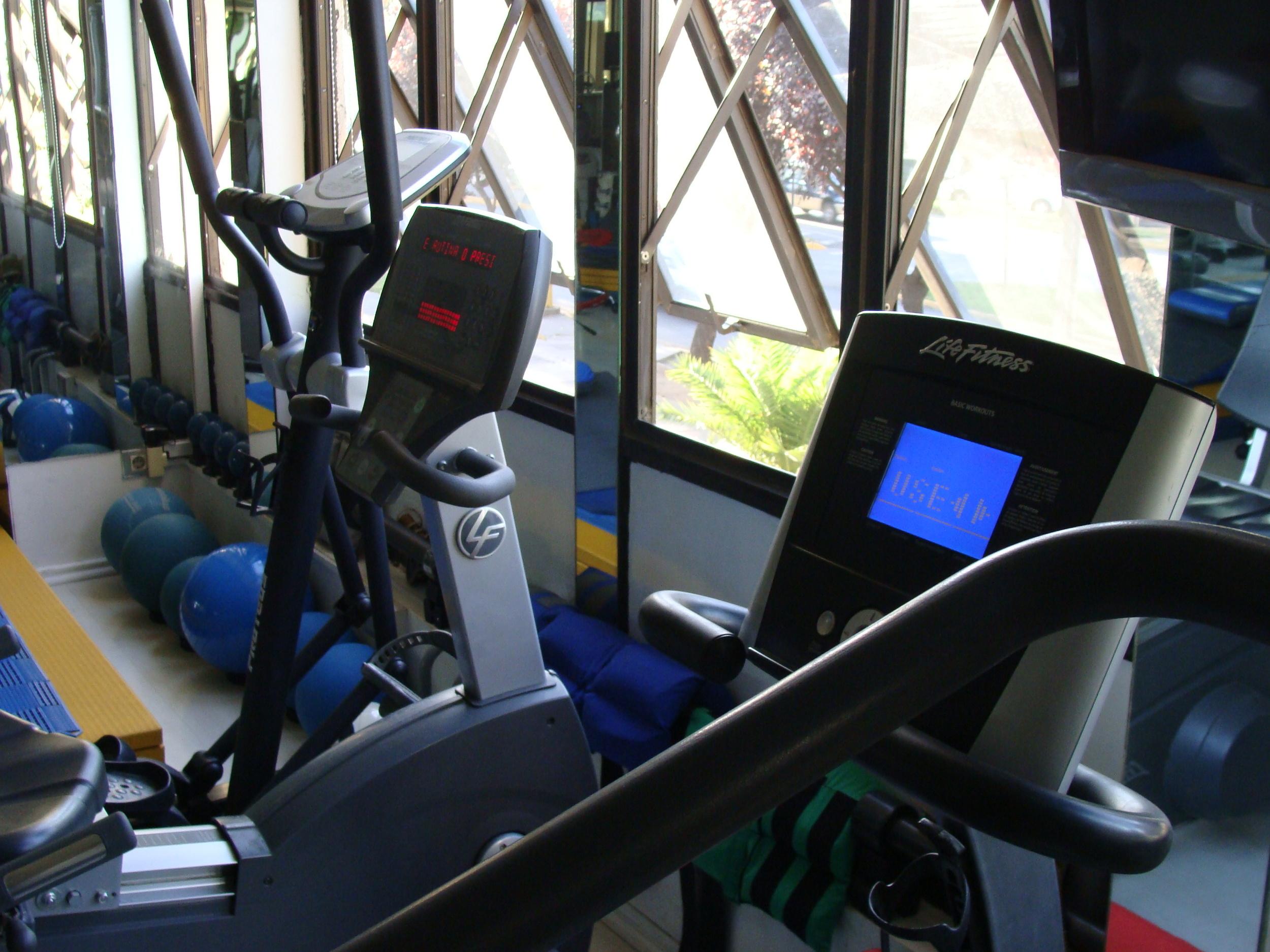 maquinas - clinica de ejercicio kw.JPG