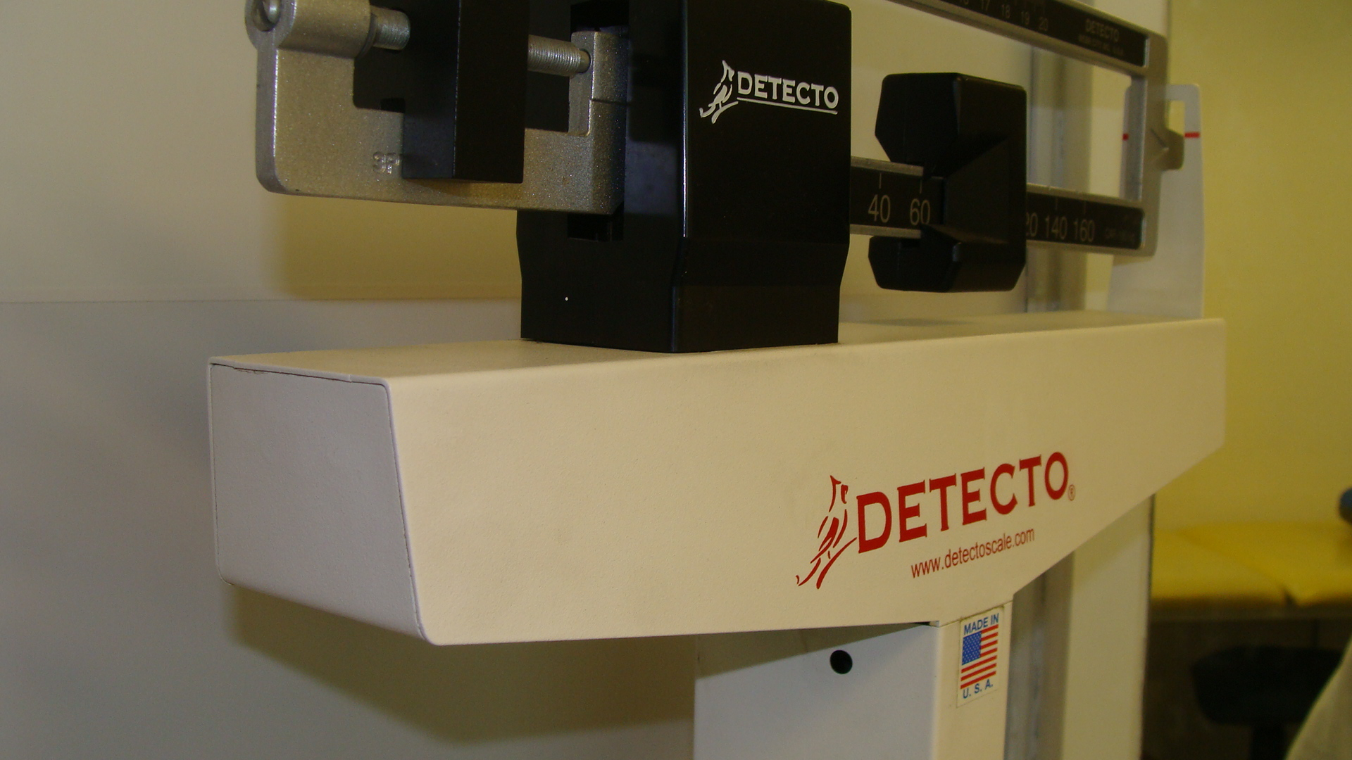 kinesiologia - pesa detecto - clinica de ejercicio kw.JPG