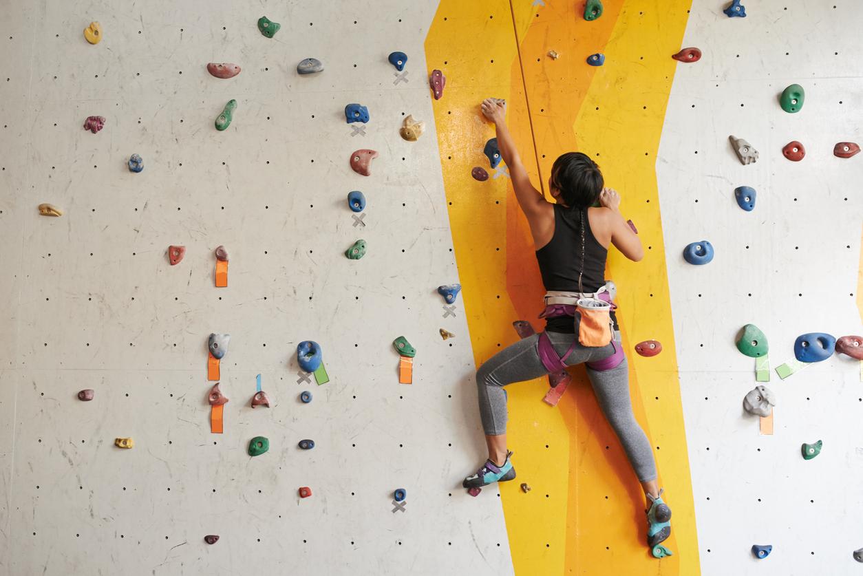she-went-wild-womens-indoor-climbing