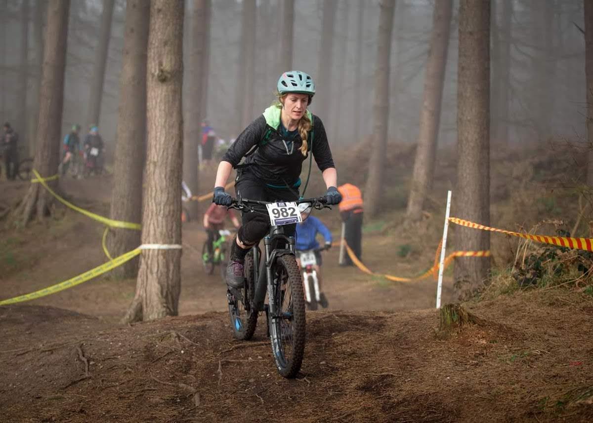 Danielle Lovett - Mountain biking race