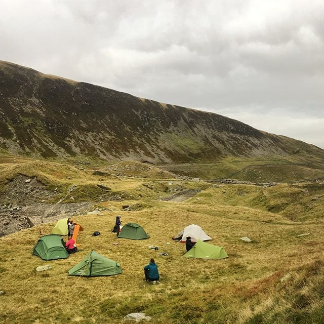 [swipe for a panoramic Snowdonia experience!] Hike + wild camp this month in Wales' highest, largest national park with us and @jt_expeditions. Fri 19th to Sun 21st July in Snowdonia National Park. Fri 19 July - meet at bunkhouse at 6pm for briefing Sat 20 July - TREK + WILD CAMP, approx 18km Sun 21 July - approx 15km to finish off! If you're an avid day hiker or someone who's fit and been dreaming of outdoor adventure, this is the perfect intro to MULTI-DAY hiking. You'll not only get to DO it under qualified guidance but you'll learn a whole host of backcountry skills too like navigation, weather, nutrition and safety. Cya there? #shewentwild
