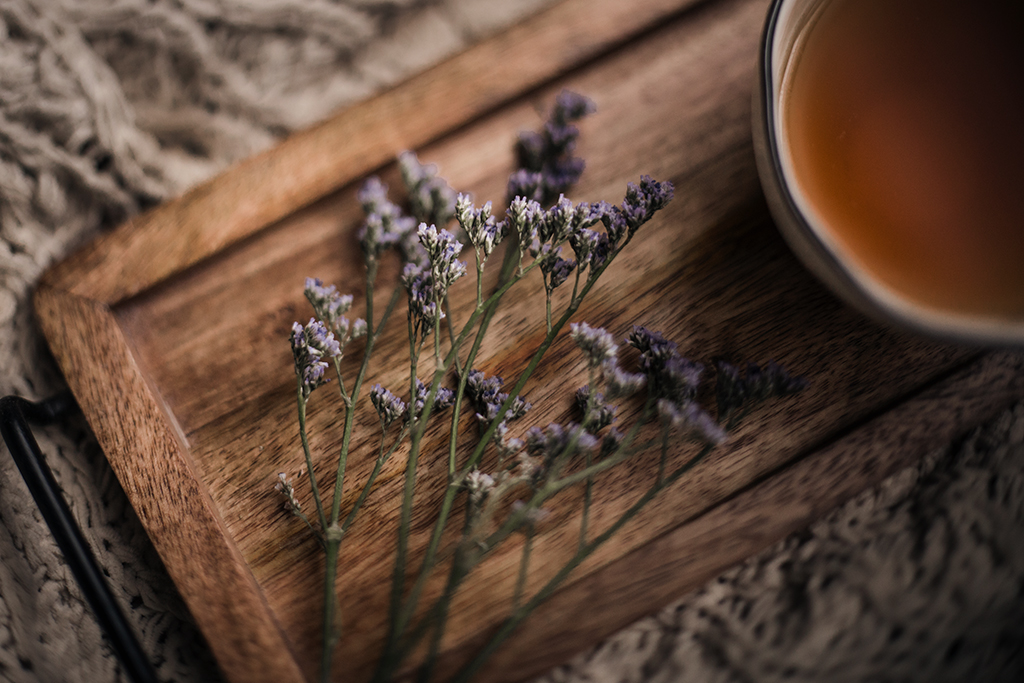 Blogger-tips-for-beginners-purple-flowers-and-tea-cup-by-Atlanta-photographer-Chanel-G-Photography-3.jpg