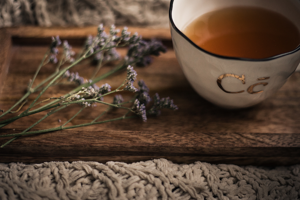 Blogger-tips-for-beginners-purple-flowers-and-tea-cup-by-Atlanta-photographer-Chanel-G-Photography-5.jpg