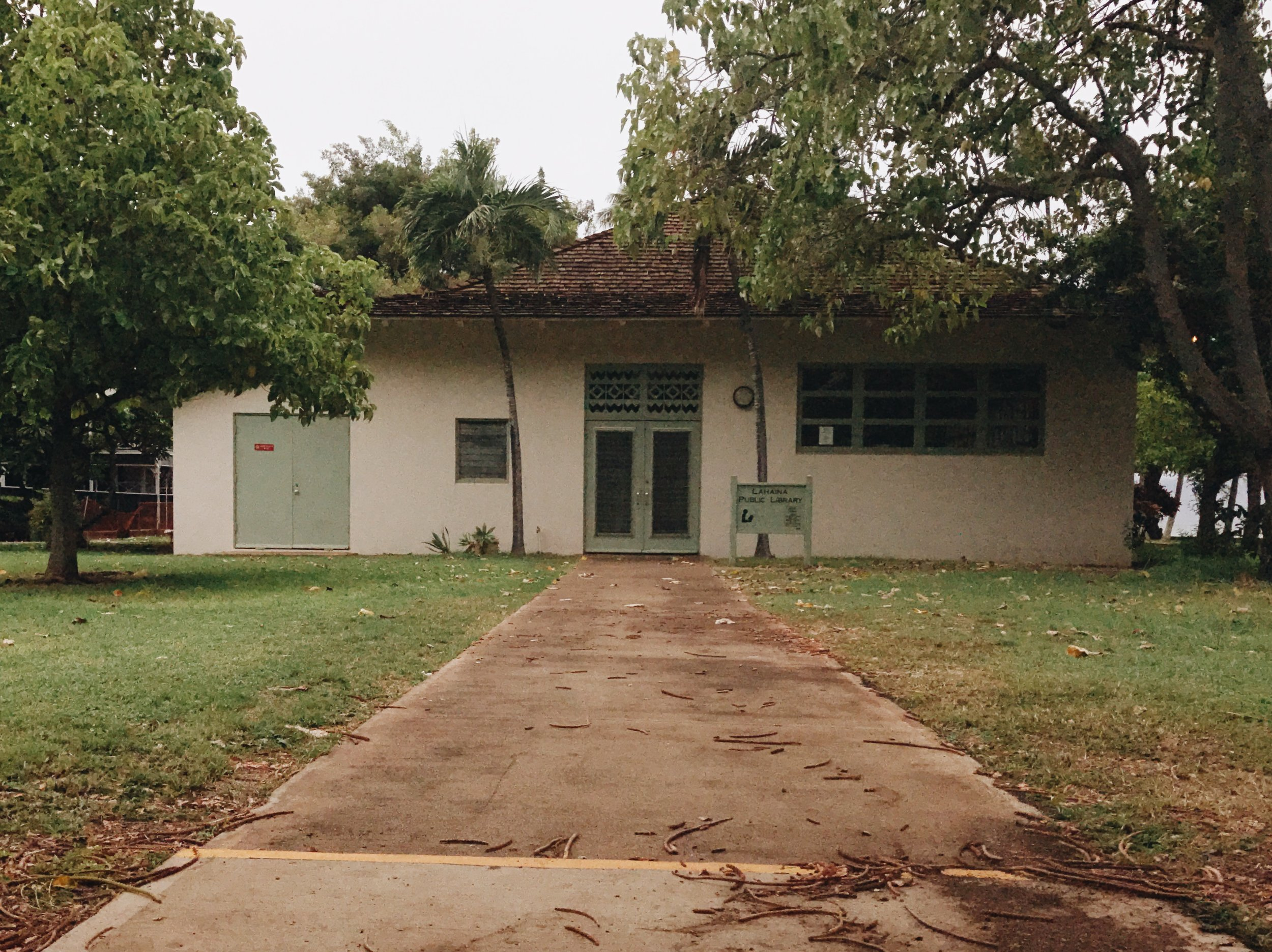 Hawaii-trip-Lahaina-public-library-by-Atlanta-photographer-Chanel-French-21