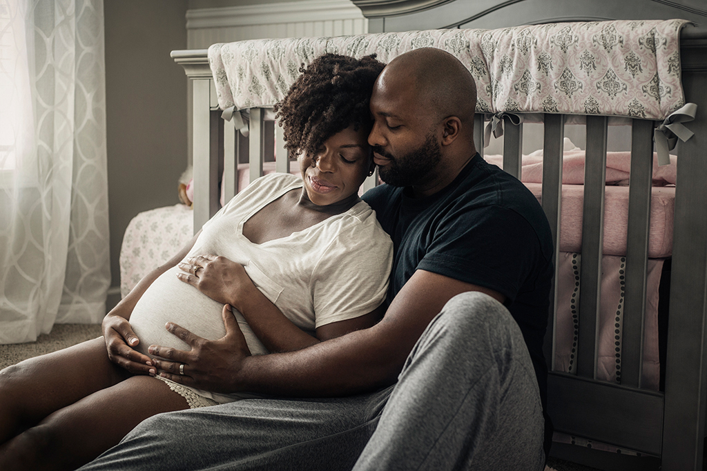 Intimate-in-home-maternity-session-by-Atlanta-photographer-Chanel-French-25.jpg