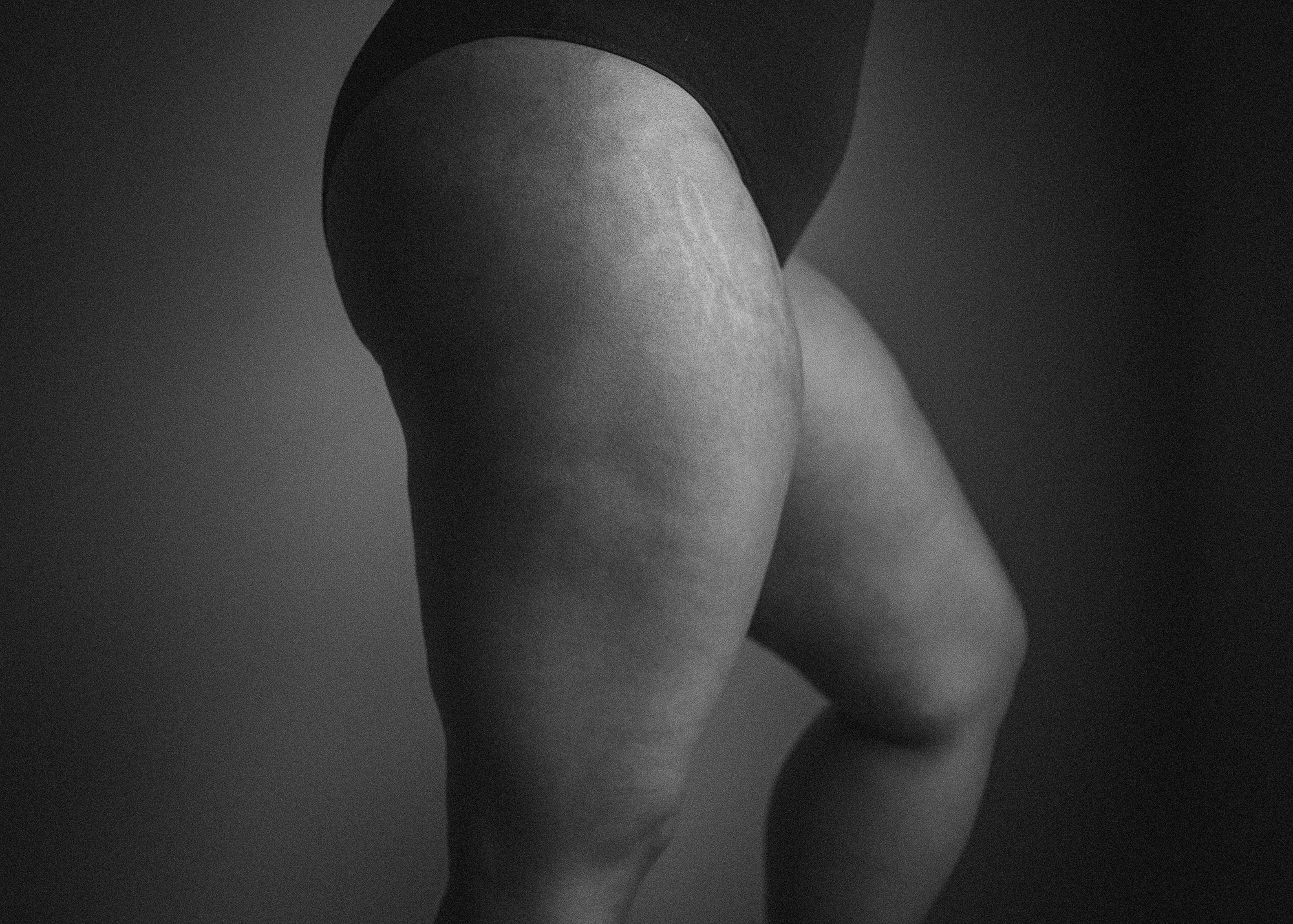 Black-womans-thighs-and-stretch-marks-by-Atlanta-photographer-Chanel-French