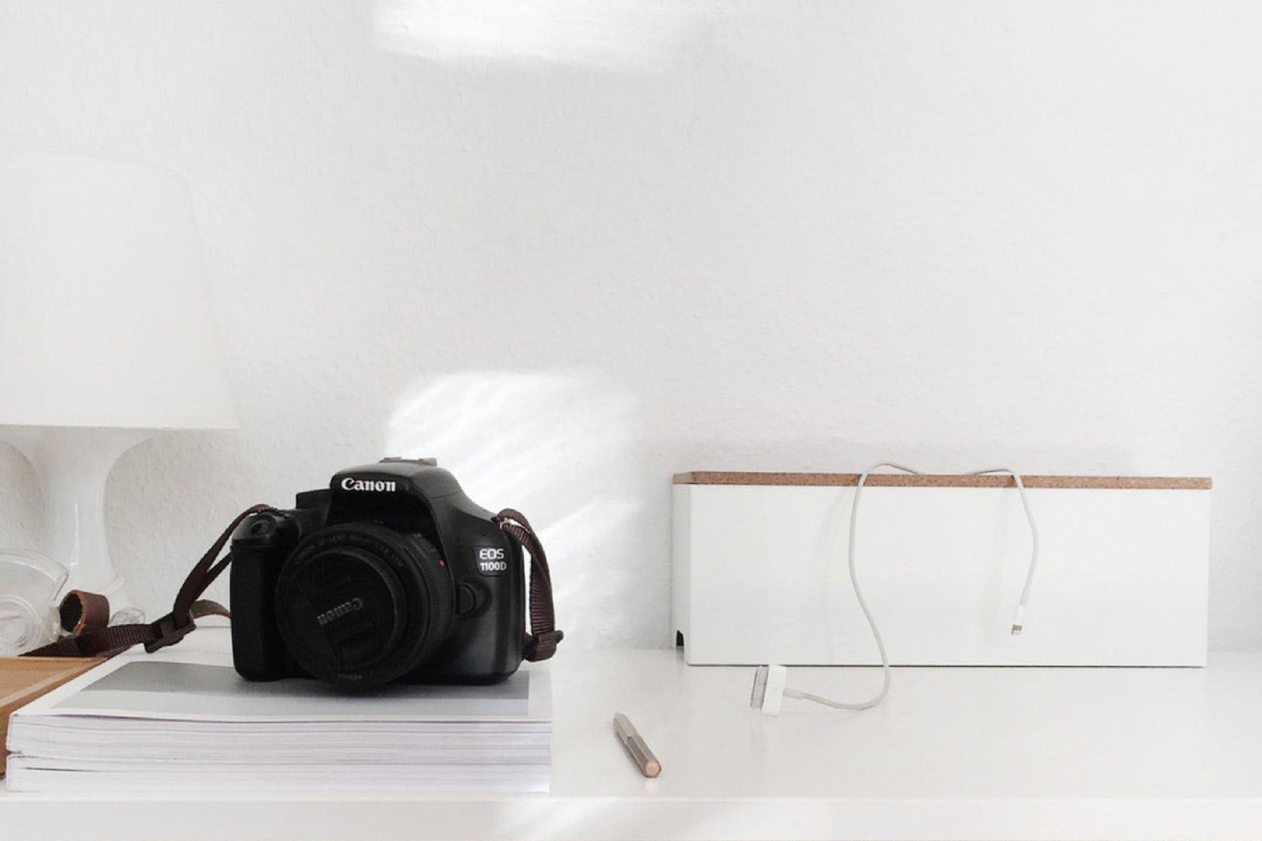 Canon-DSLR-camera-on-white-background.jpg