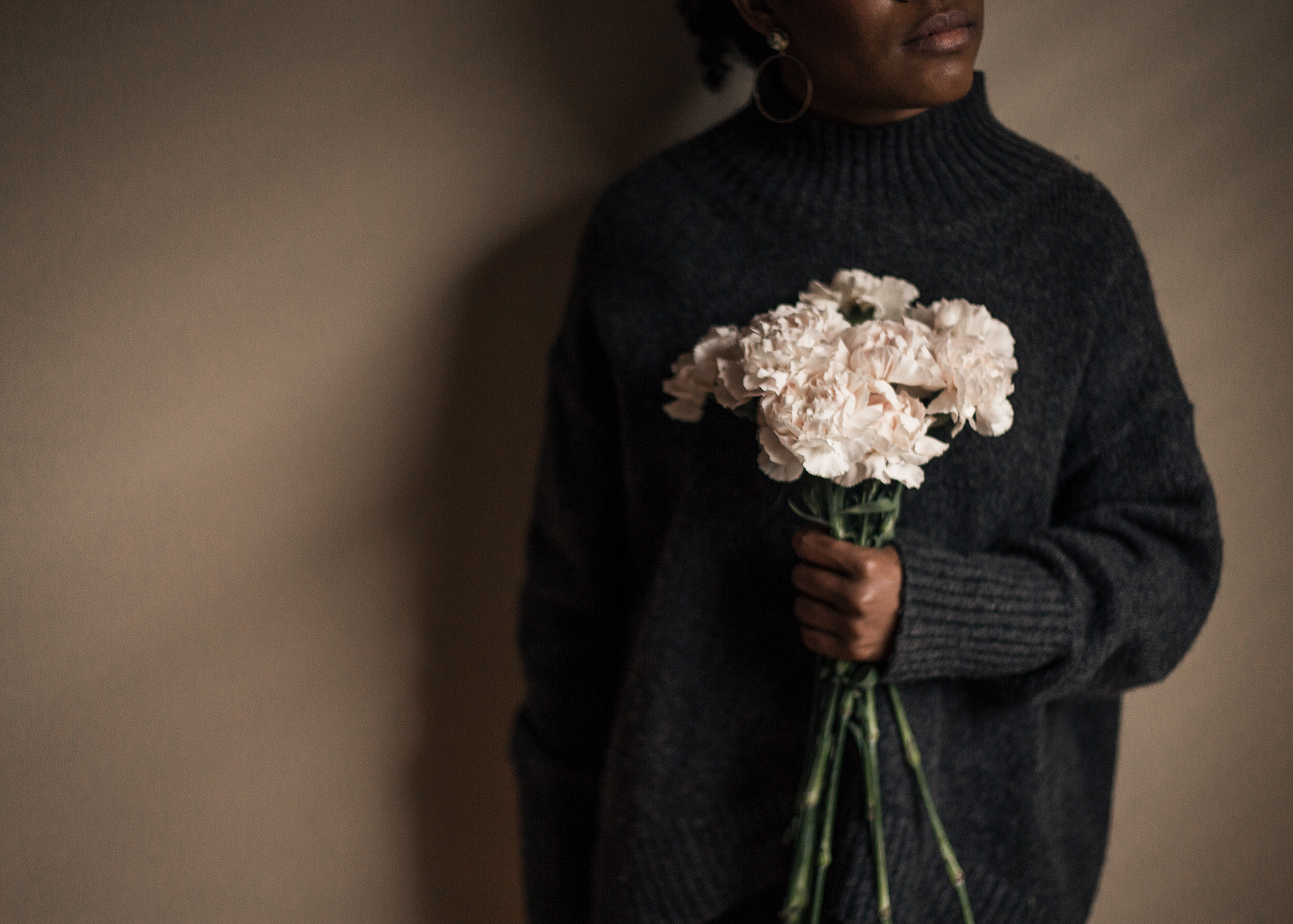 Woman-holding-flowers-in-grey-turtleneck-sweater-by-Atlanta-photographer-Chanel-French.jpg