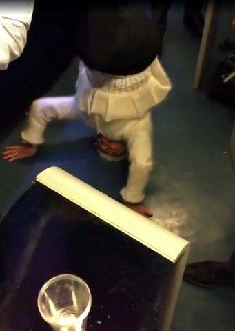 Source: À 82 ans, une mamie fait le poirier dans le TGV Le Figaro Madame - Google Chrome 1112016 24540 PM.bmp_.jpg