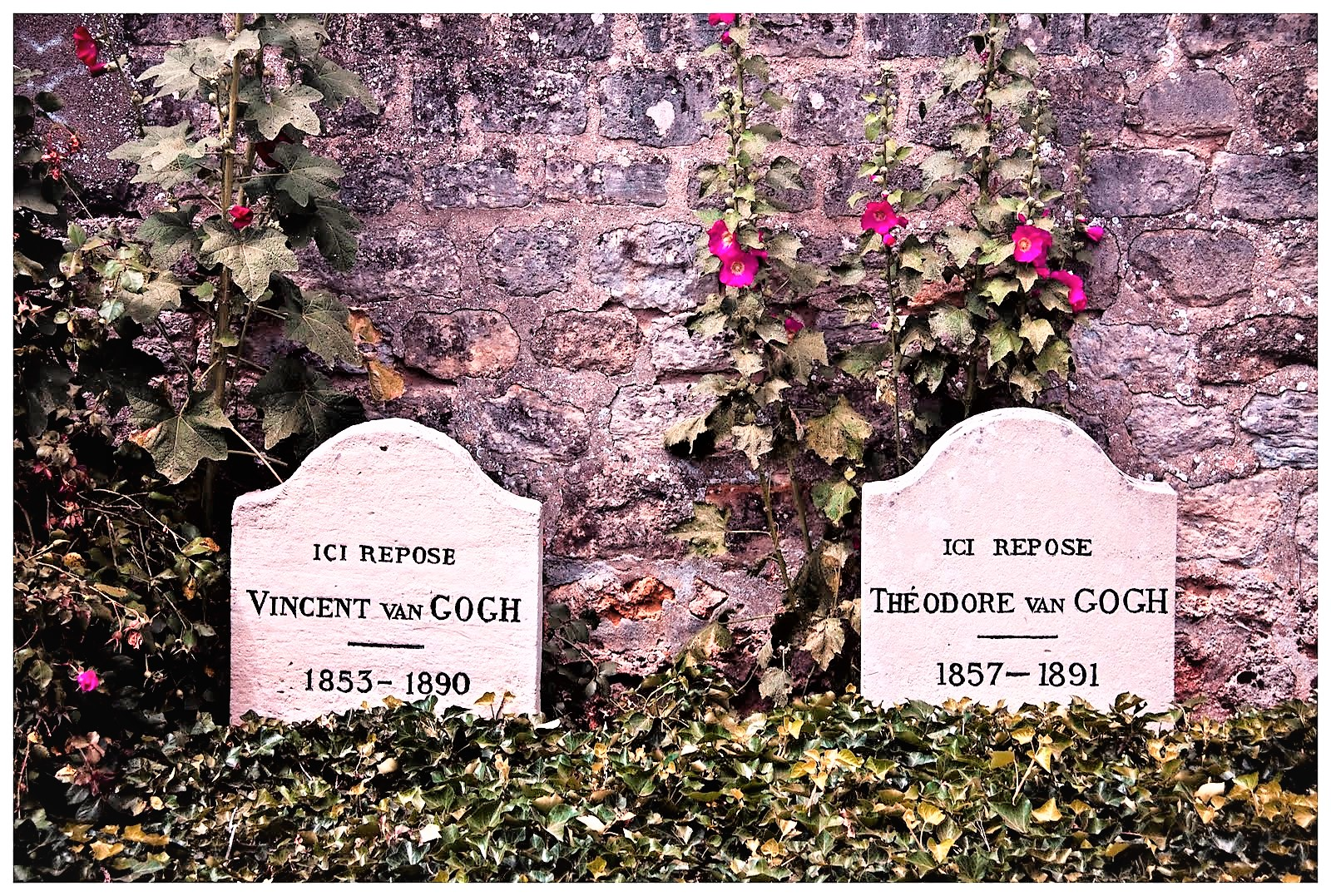 Van Gogh's grave.jpg