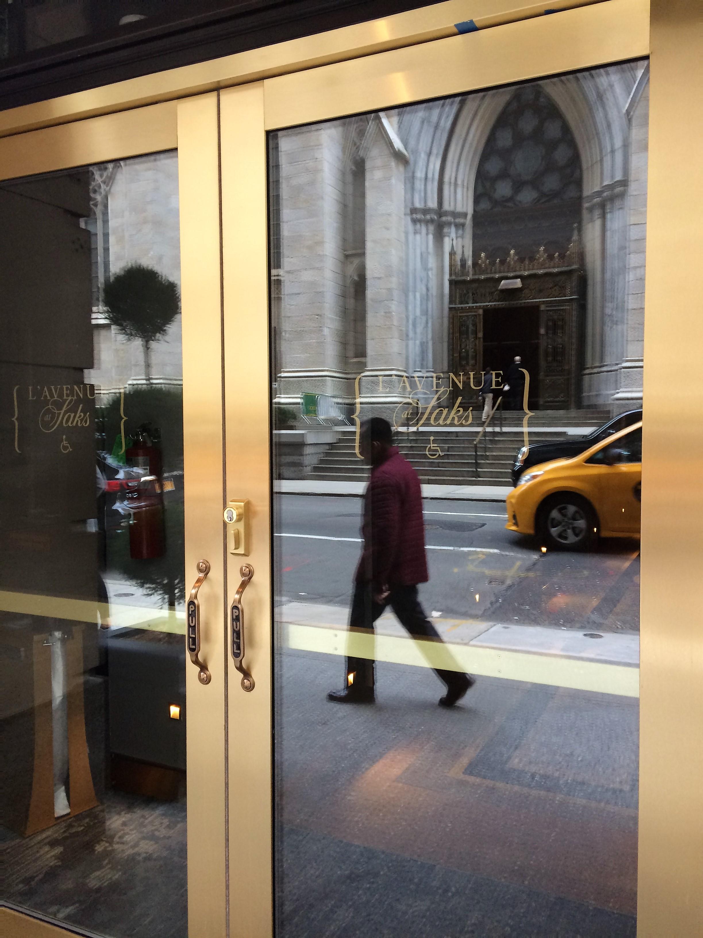 Private Entrance for L'Avenue Saks Fifth Avenue
