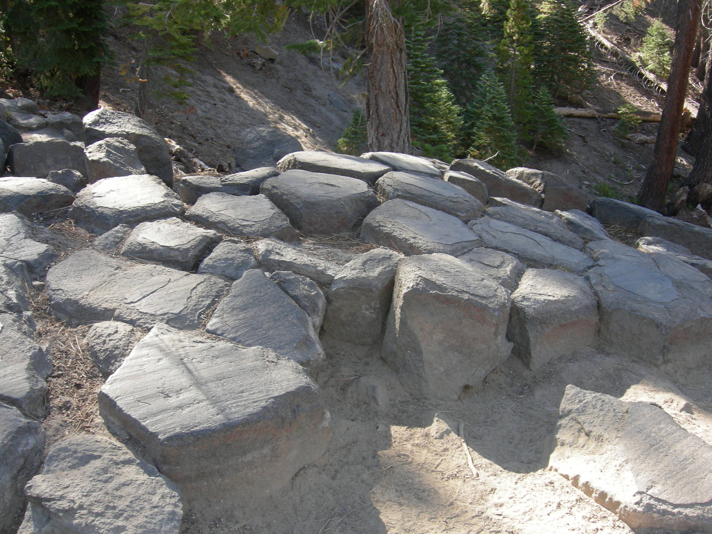 devils-postpile-hexagons