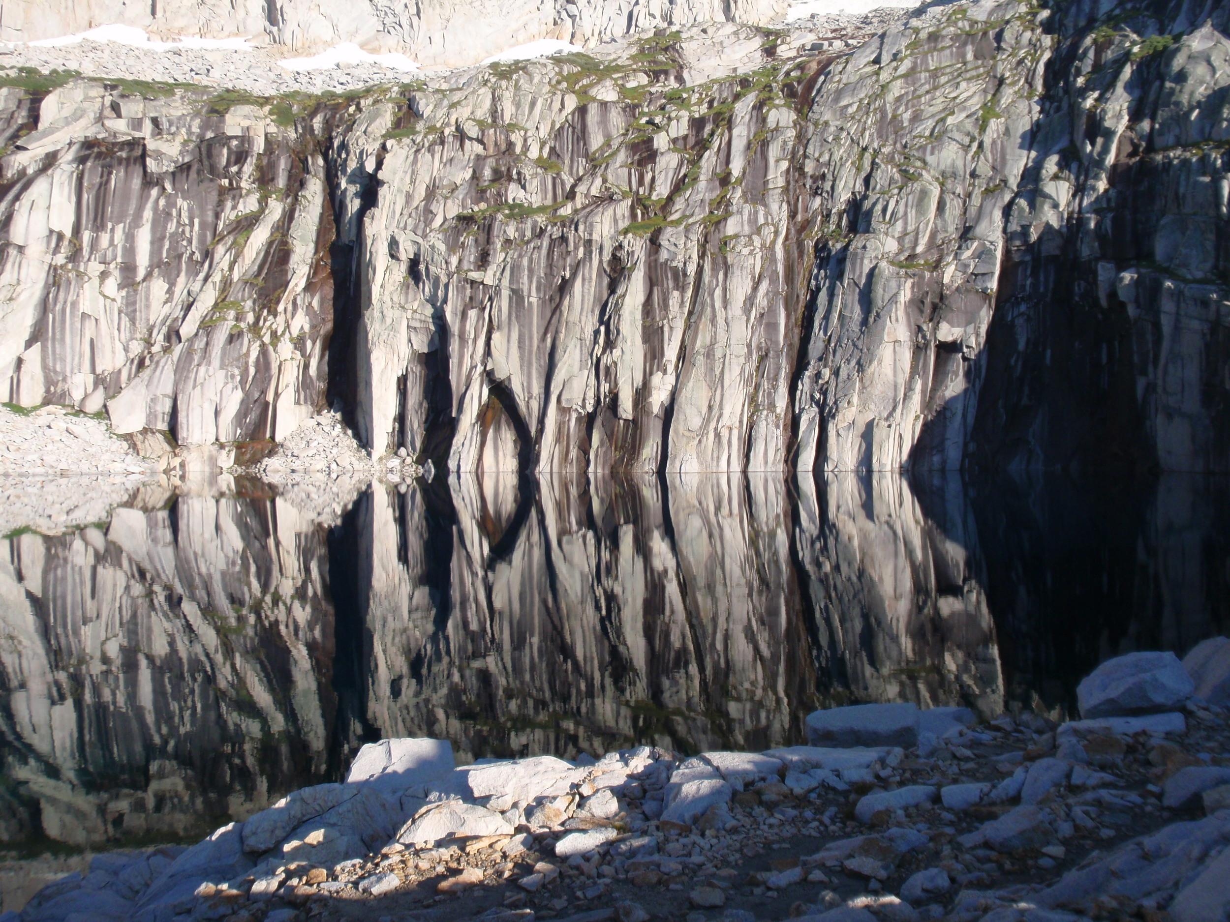 precipice-lake