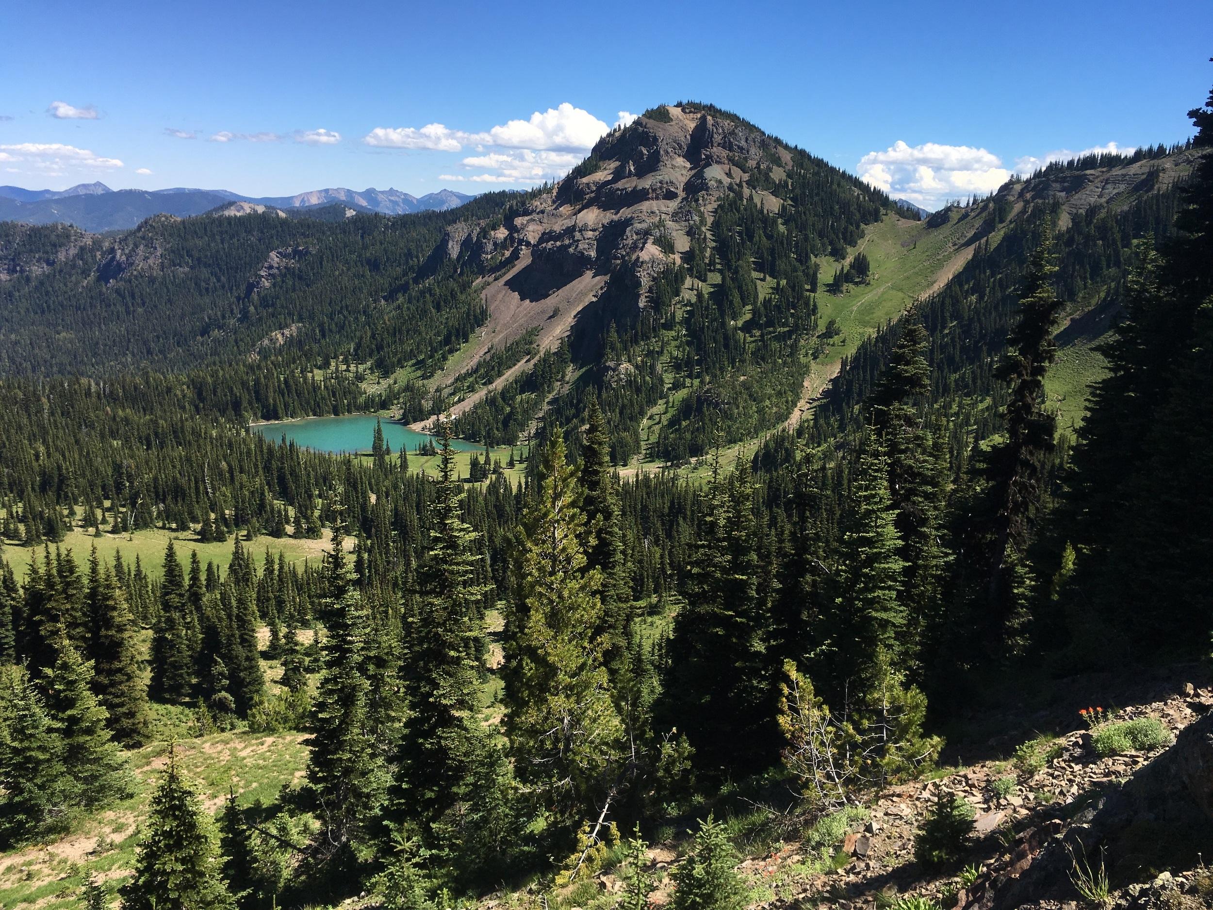 The mysteriously jade green lake of Lake Basin