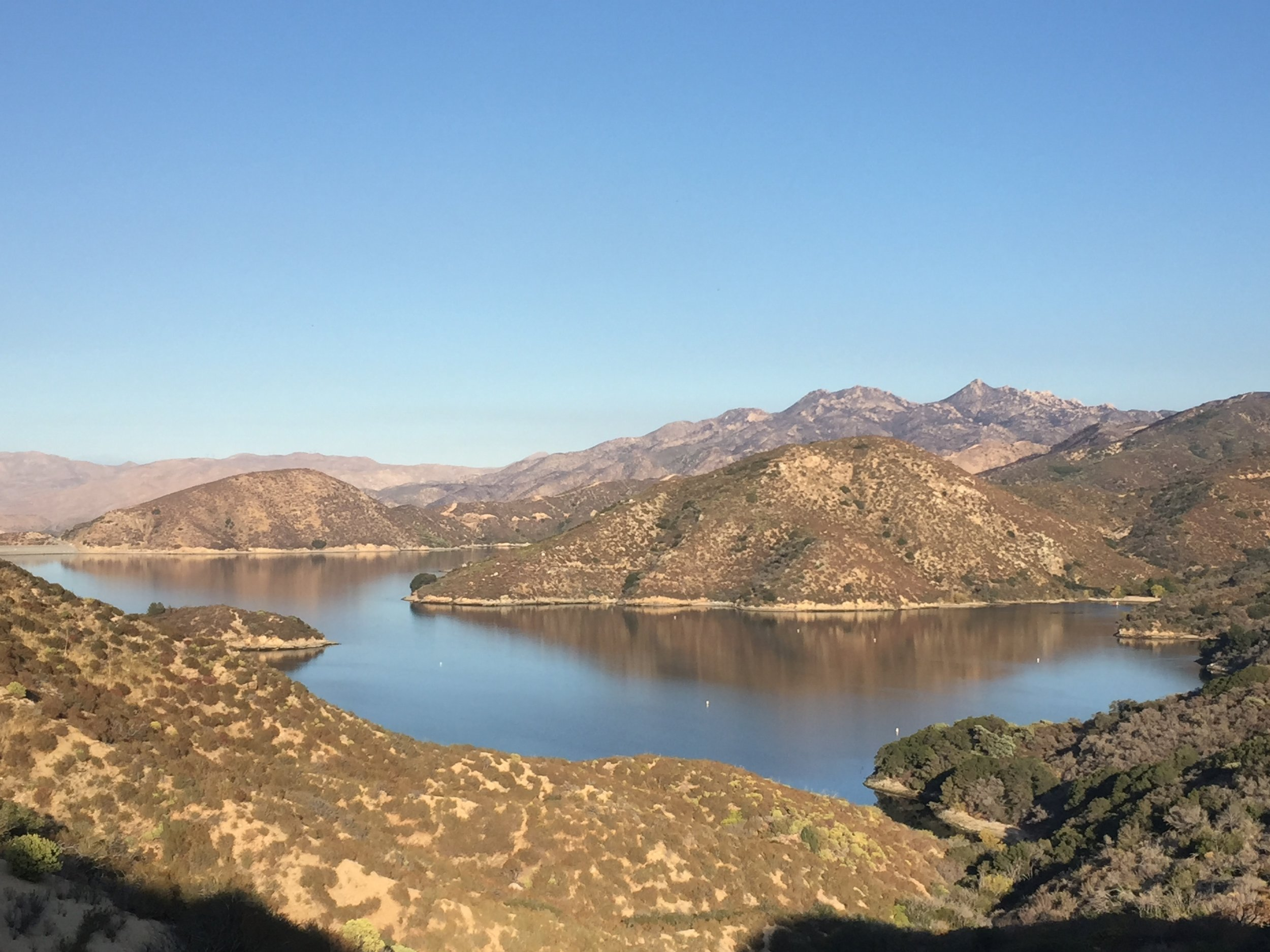 Silverwood Lake, surrounded by intact vegetation but unfortunately also plenty of litter