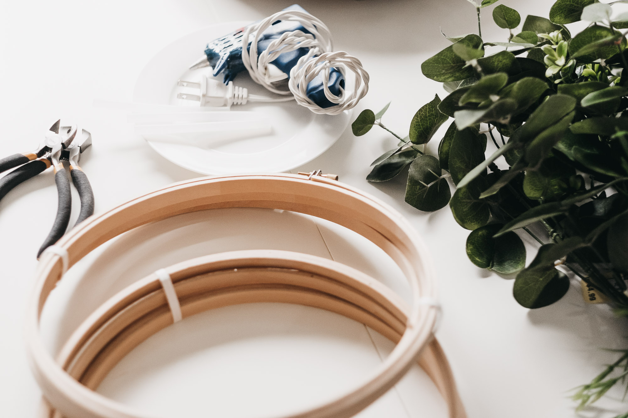 Easy DIY Boxwood and Eucalyptus Hoop Wreaths1.jpg