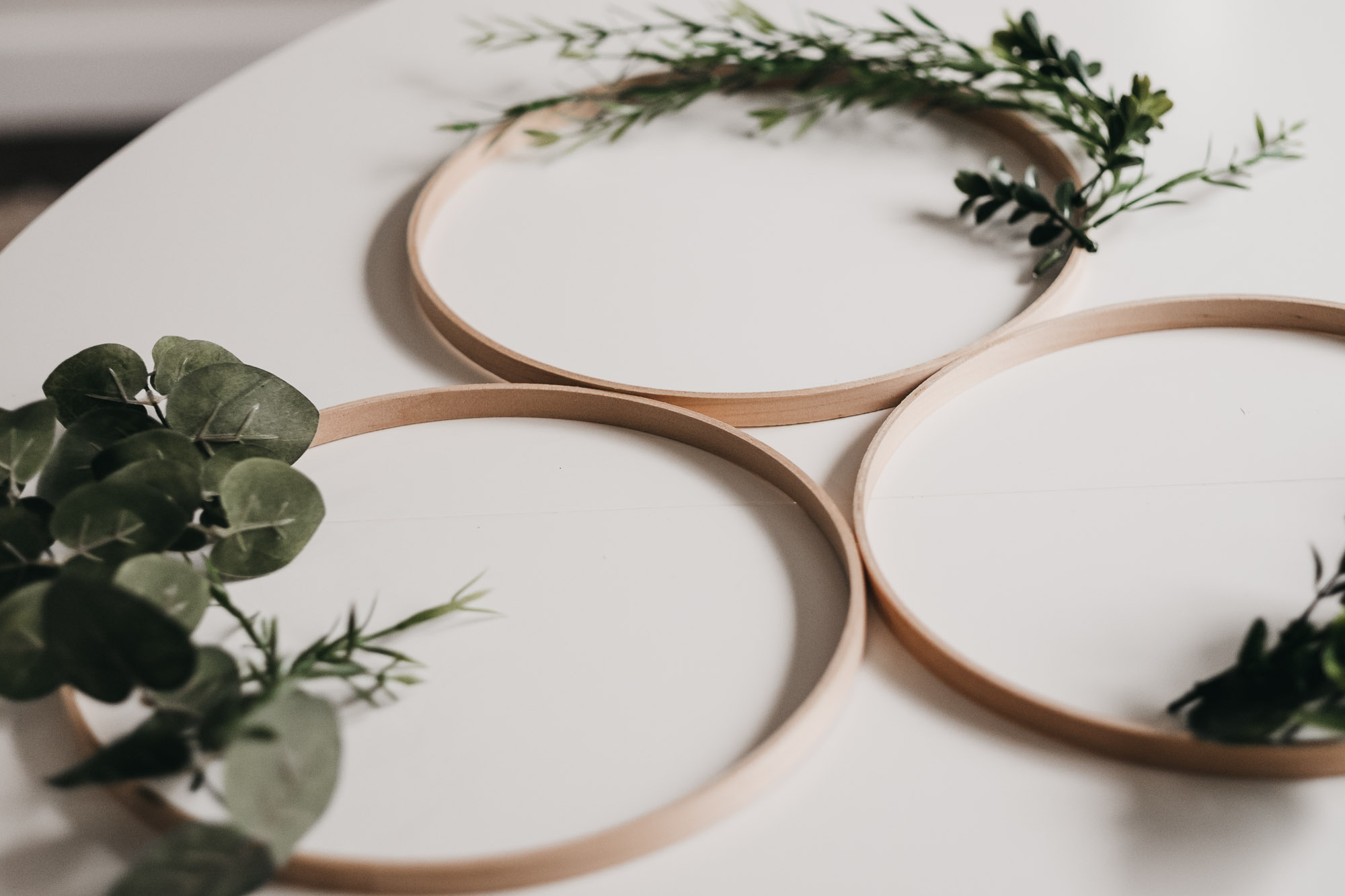 Easy DIY Boxwood and Eucalyptus Hoop Wreaths6.jpg