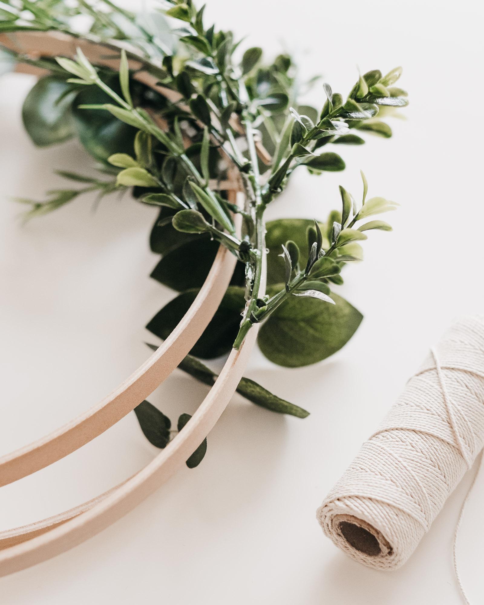 Easy DIY Boxwood and Eucalyptus Hoop Wreaths10.jpg