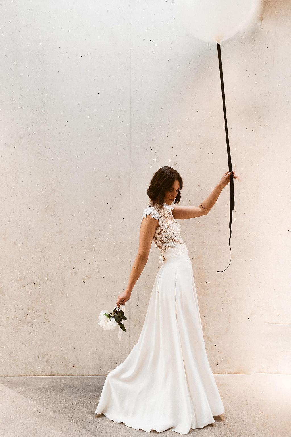 Hochzeitskleid 3D Spitze und fliessender Rock Isi Lieb.jpg