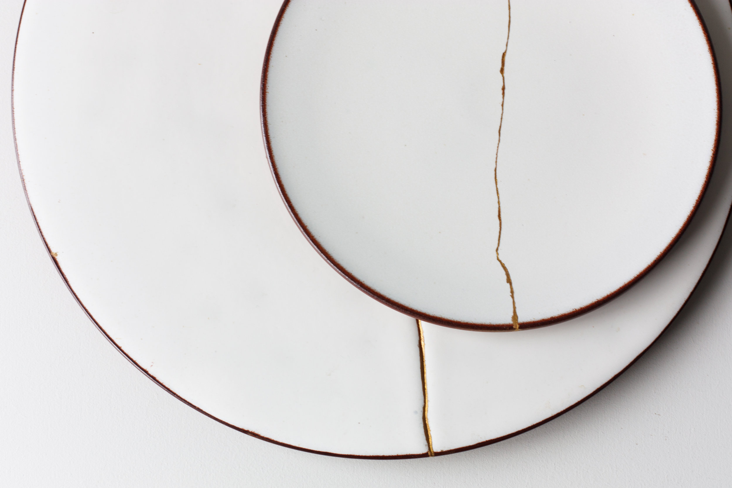 kintsugi-terracotta-plates-reiko-kaneko-ceramics-london-design-festival-2016-ldf16-all-that-is-broken-is-not-lost-studio-glaze-fine-bone-china_-4_29478292335_o.jpg