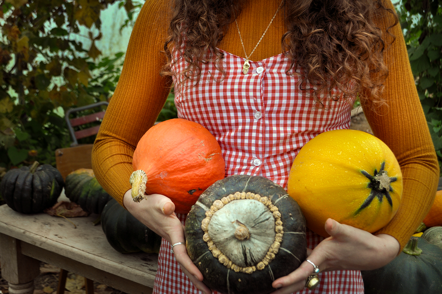 Handful+of+Magic+Necklace+by+Good+Looking+Objects+modeled+by+The+Pale+Female+Autumnal-small.png