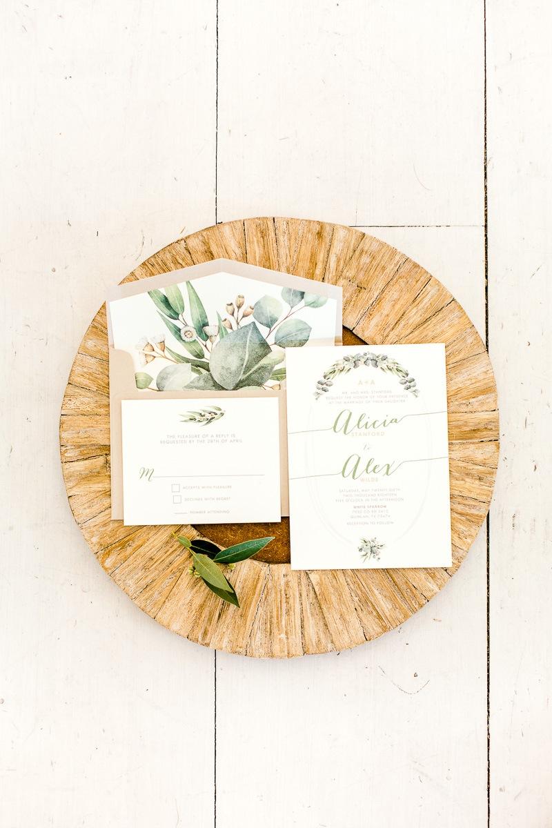 white-sparrow-barn-dallas-wedding-photographer-kaitlyn-bullard-the-big-and-bright-3.jpg