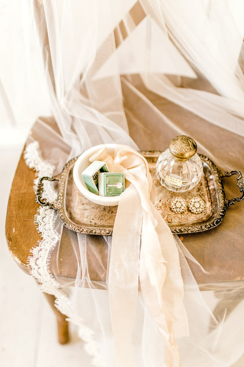 white-sparrow-barn-dallas-wedding-photographer-kaitlyn-bullard-the-big-and-bright-8.jpg
