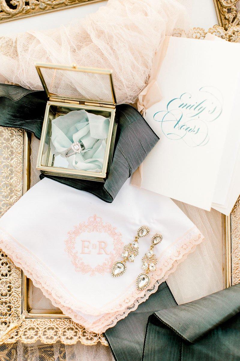 white-sparrow-barn-dallas-wedding-photographer-kaitlyn-bullard-the-big-and-bright-19.jpg