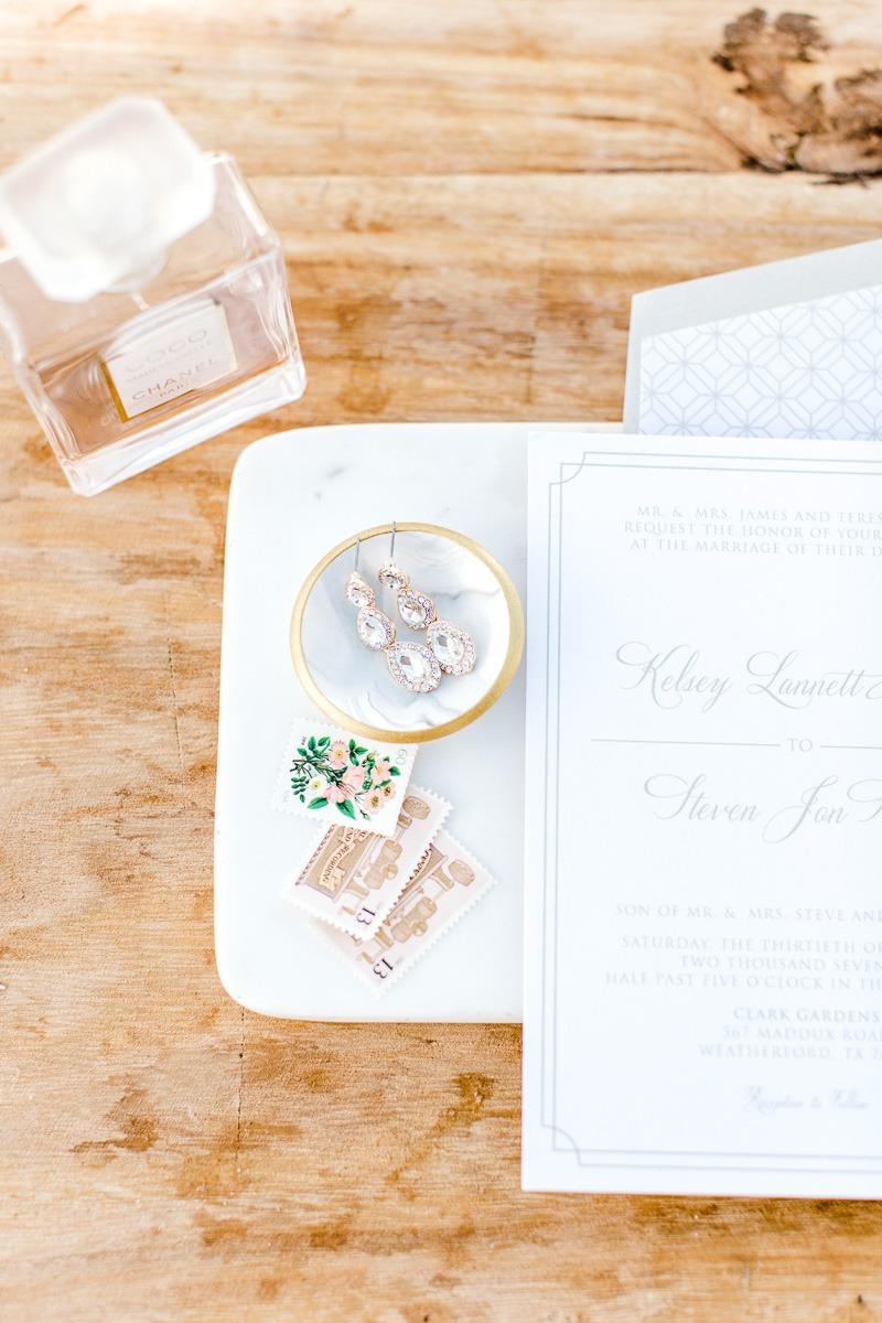 white-sparrow-barn-dallas-wedding-photographer-kaitlyn-bullard-the-big-and-bright-24.jpg