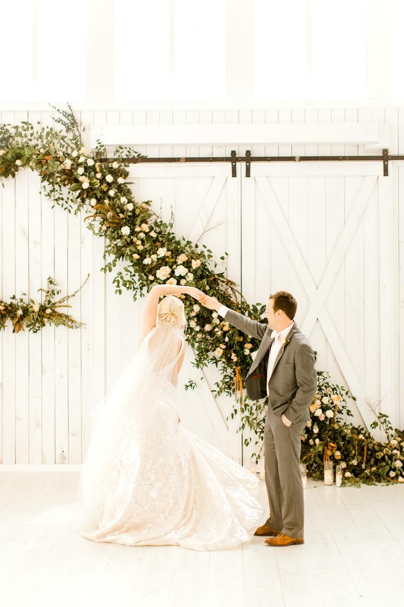 white-sparrow-barn-dallas-wedding-photographer-kaitlyn-bullard-the-big-and-bright-25.jpg