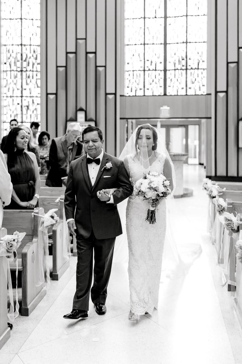 nylo-las-colinas-wedding-bety-luis-dallas-wedding-photographer-kaitlyn-bullard-33.jpg