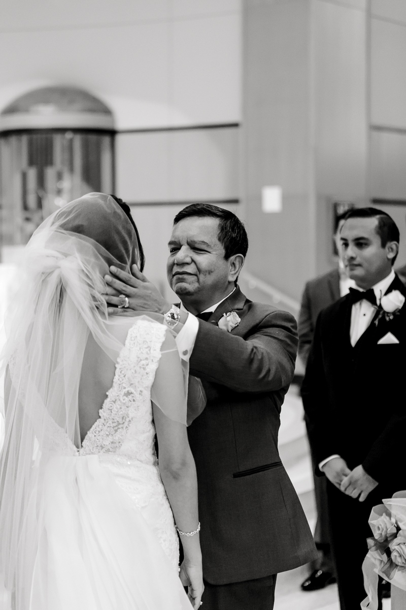 nylo-las-colinas-wedding-bety-luis-dallas-wedding-photographer-kaitlyn-bullard-36.jpg