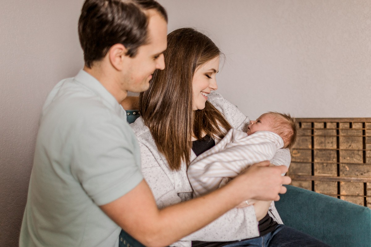 plano-newborn-photographer-lifestyle-newborn-kaitlyn-bullard-10.jpg
