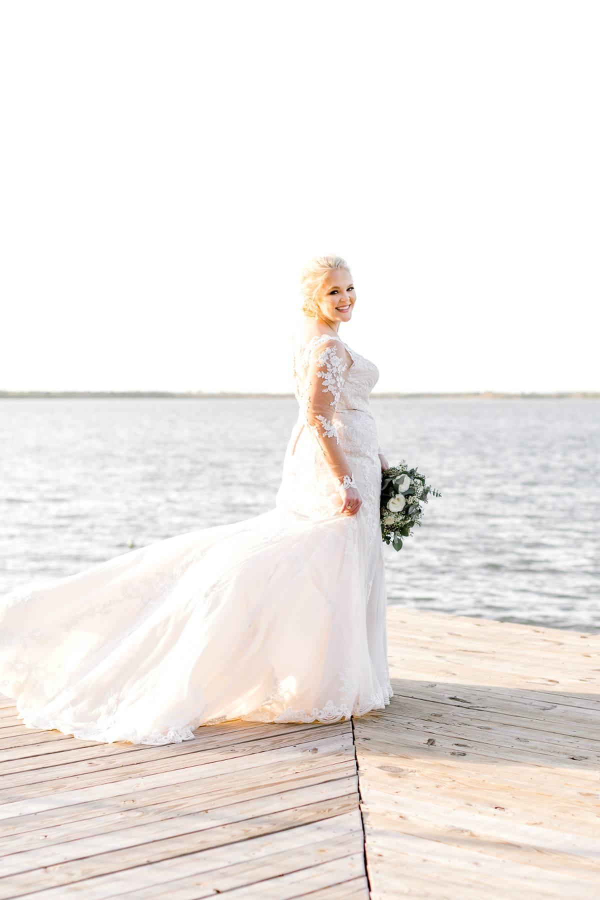 casidy-bridals-tradinghouse-lake-waco-wedding-photographer-kaitlyn-bullard-18.jpg