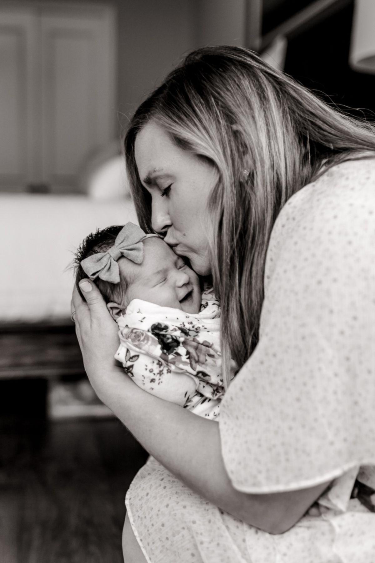 ennis-newborn-photographer-kaitlyn-bullard-charlotte-lifestyle-newborn-10.jpg