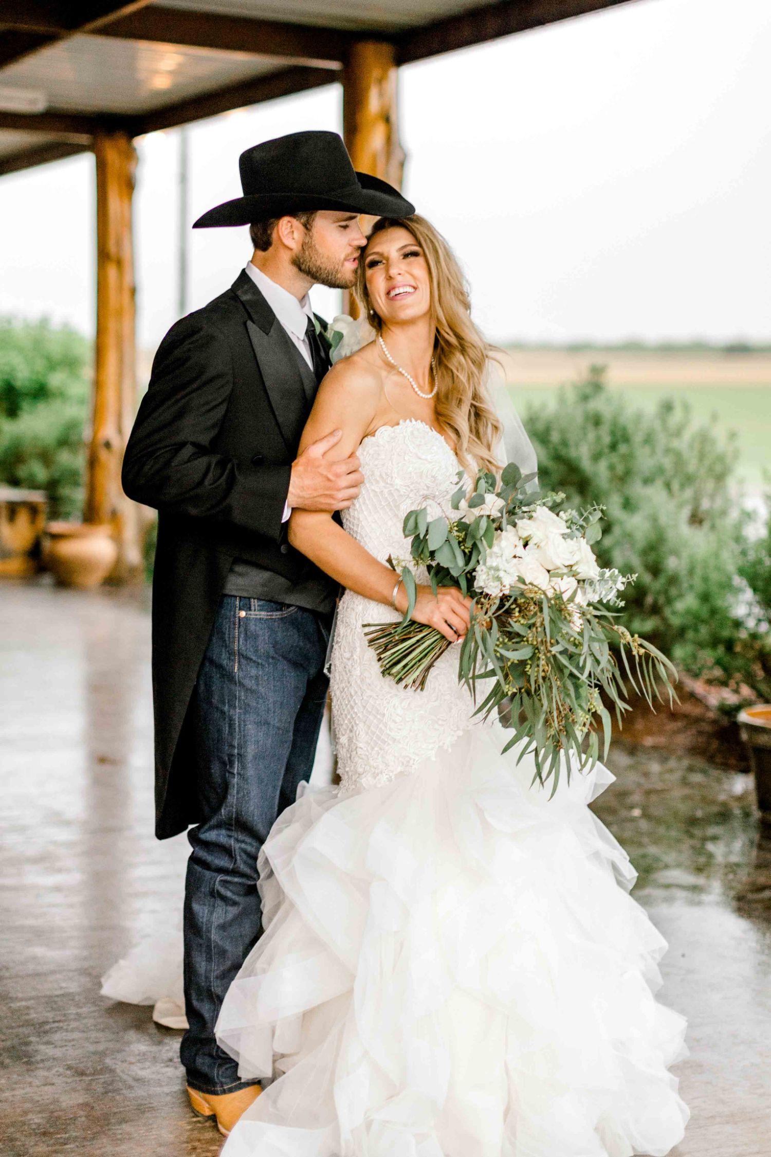 wichita-falls-wedding-katelyn-colten-vernon-texas-34.jpg